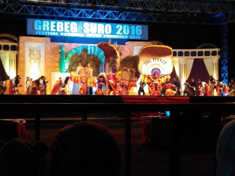 Penampilan di panggung utama alon-alon Ponorogo